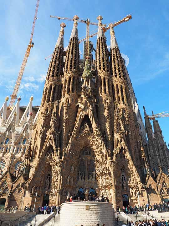 バルセロナ観光 サグラダファミリア(Sagrada Familia) 生誕のファサード