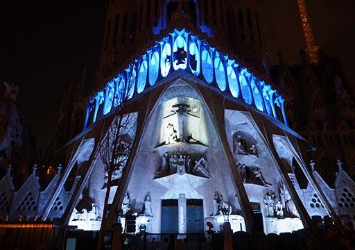 バルセロナ観光 サグラダファミリア(Sagrada Familia) ライトアップ時のサグラダファミリア