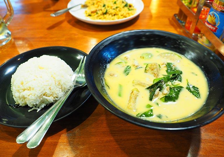 バンコク観光 カオサン通り周辺のグルメ I Love Thai Food タイグリーンカレー