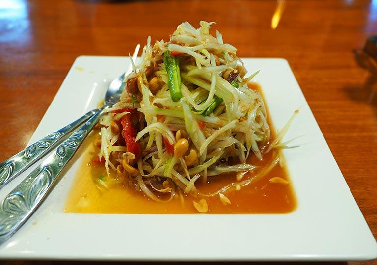 バンコク観光 カオサン通り周辺のグルメ I Love Thai Food パパイヤサラダ