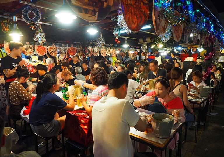 バンコク観光 タラートロットファイ・ラチャダー(鉄道夜市) Kung Thep