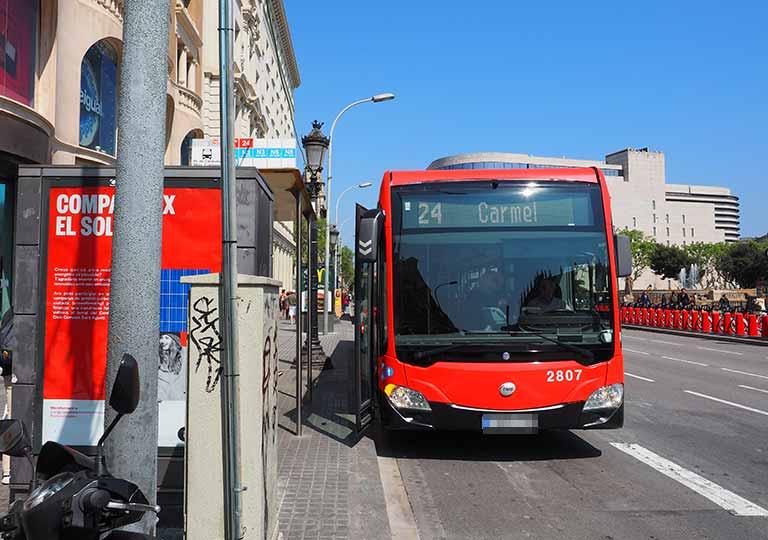 バルセロナ観光 グエル公園(Park Güell) 行き方 カタルーニャ広場から24番のバス