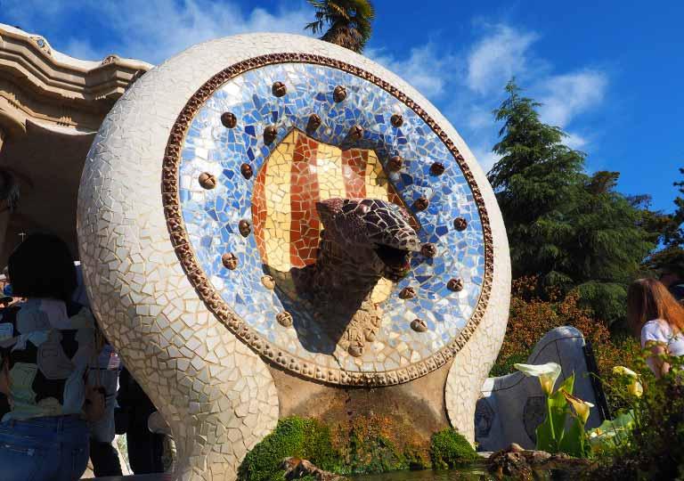 バルセロナ観光 グエル公園(Park Güell) 噴水の像