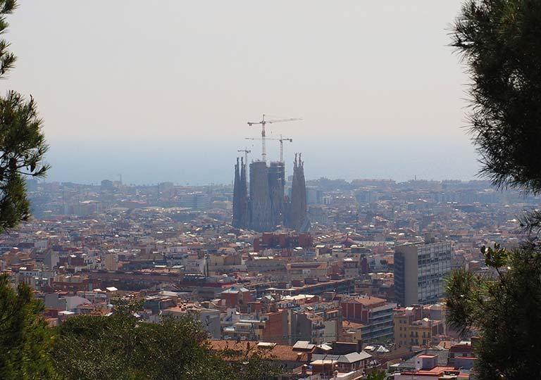 バルセロナ観光 グエル公園(Park Güell) 見どころ⑧カルヴァリーの丘 景色 サグラダファミリア