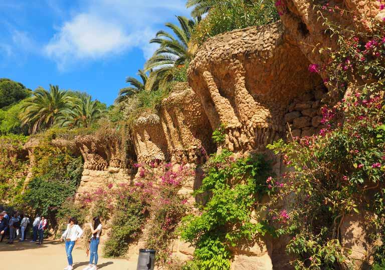 バルセロナ観光 グエル公園(Park Güell) 見どころ⑨石造りのヤシの木