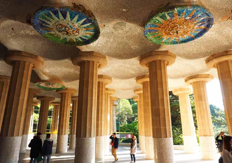 バルセロナ観光 グエル公園(Park Güell)見どころ④列柱ホール(市場)