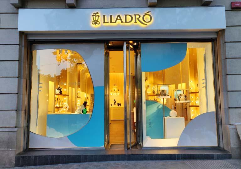 バルセロナ観光 おすすめのお土産 LLADRÓ(リヤドロ)