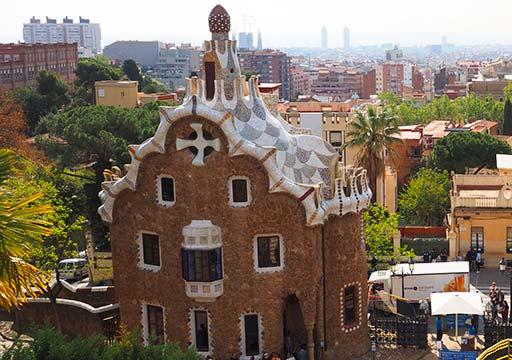バルセロナ観光 グエル公園(Park Güell) お菓子の家 見どころ①守衛の家
