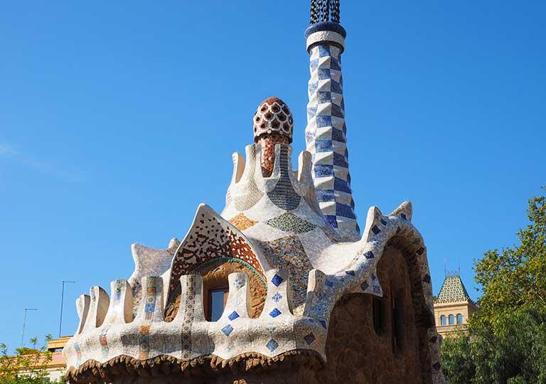 バルセロナ観光 グエル公園(Park Güell) お菓子の家 見どころ②管理人室 屋根