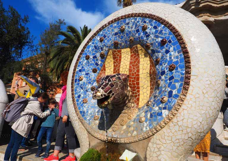 バルセロナ観光 グエル公園(Park Güell) 見どころ③大階段 蛇の像ネフシュタイン
