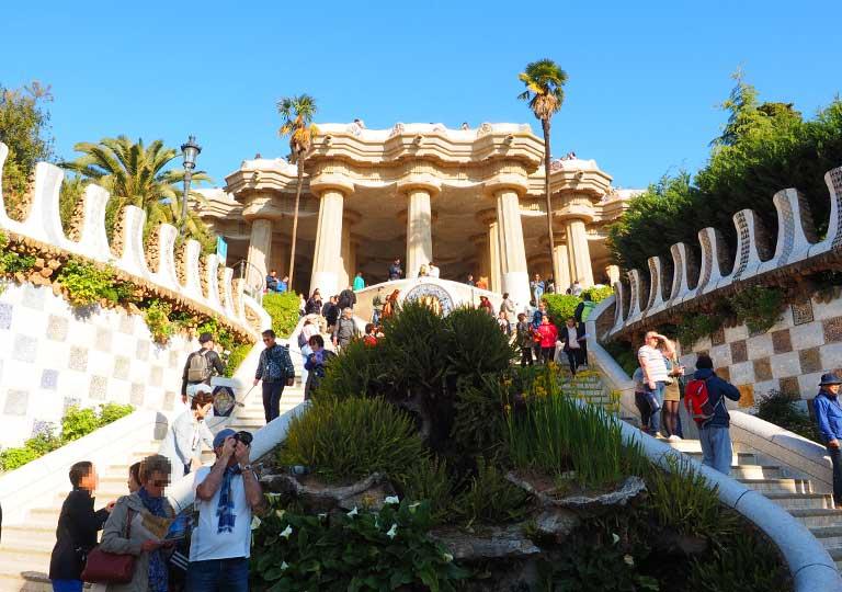 バルセロナ観光 グエル公園(Park Güell) 見どころ③大階段