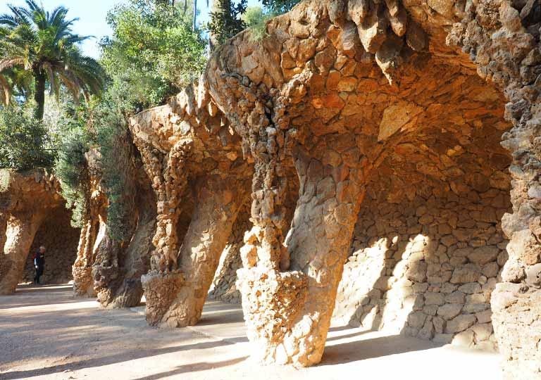 バルセロナ観光 グエル公園(Park Güell) 見どころ⑥洗濯女(ブガデラ)の回廊