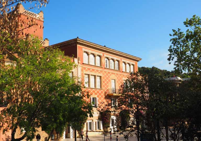 バルセロナ観光 グエル公園(Park Güell) 見どころ⑦学校(グエル邸)