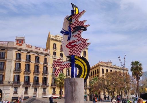 バルセロナ観光 コロン通り(Passeig de Colom) ロイ・リキテンスタインが作ったオブジェ「バルセロナの顔」