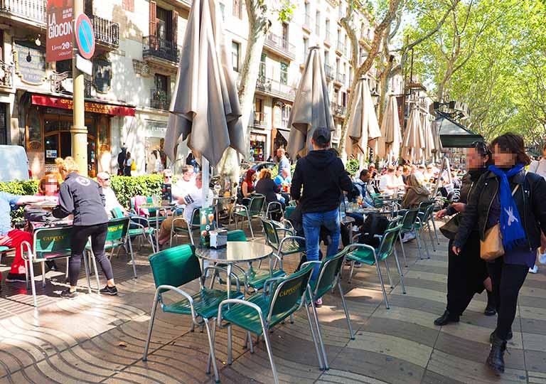 バルセロナ観光 レイアール広場(Plaça Reial) カフェ