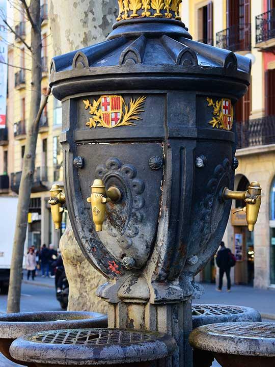 バルセロナ観光 ランブラス通り(La Rambla) カナレタスの泉(La Fuente de Canaletas)