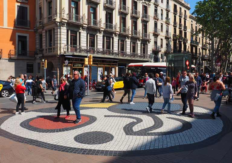 バルセロナ観光 おすすめ観光地・モデルコース ジョアン・ミロ(Joan Miró)のモザイク床