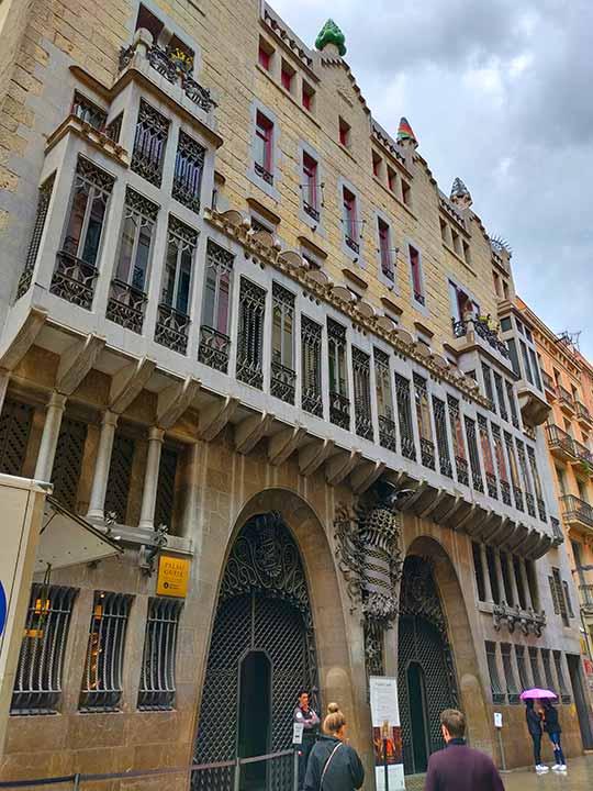 バルセロナ観光 おすすめ観光地・モデルコース グエル邸(Palau Güell)
