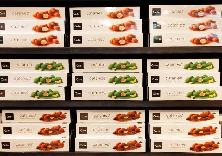バルセロナ観光 おすすめのお土産 キャタニ(Catanies) アーモンドチョコレート