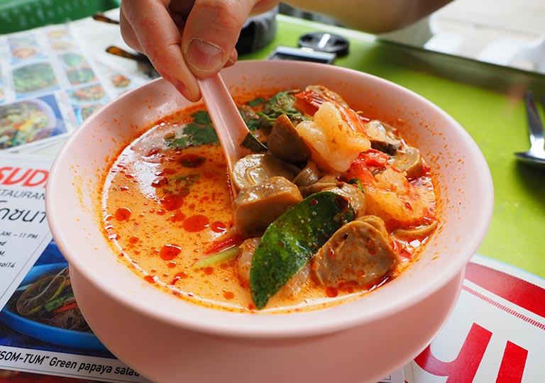 バンコク観光    レストランSUDA(スダー)のトムヤンクン