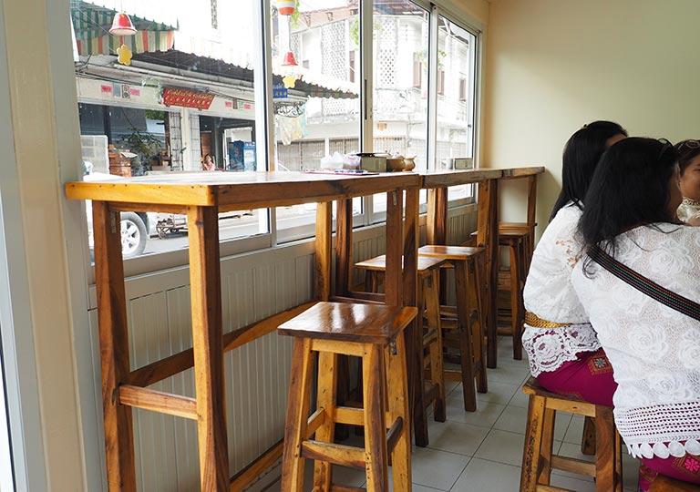 バンコク観光 カオソーイレストランGolden Mount Kitchen 店内