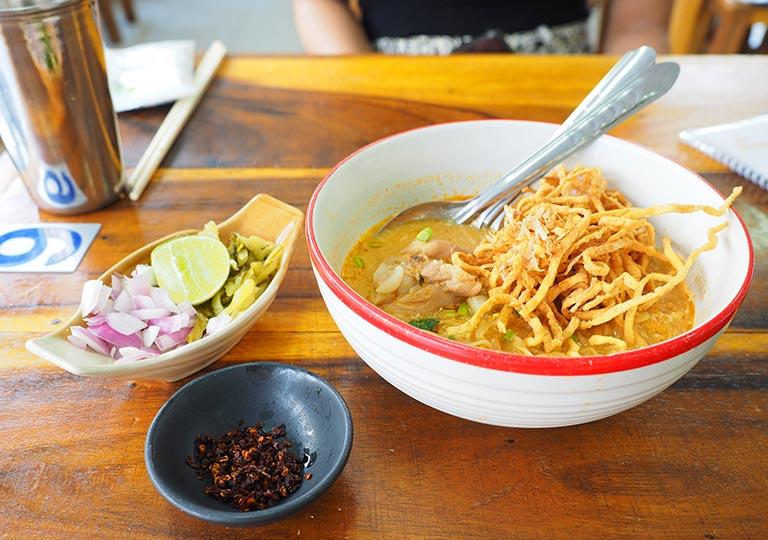 バンコク観光 レストランGolden Mount Kitchen カオソーイ・カイ