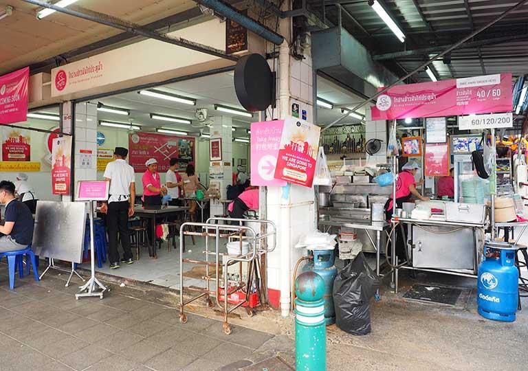 バンコクグルメ ラーン・ガイトーン・プラトゥーナム  ピンクのカオマンガイ・レストラン