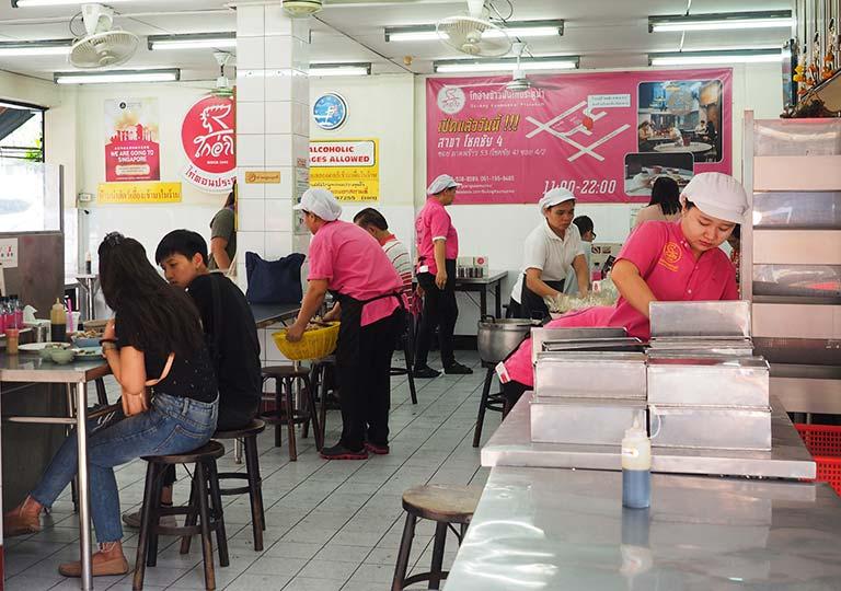 バンコク観光 ラーン・ガイトーン・プラトゥーナム の店内