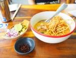 「バンコクのカオソーイが激うまな食堂(ワットサケット近く)を紹介します!」 トップ画像