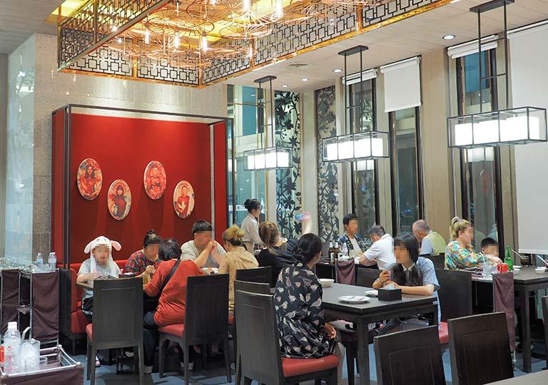 バンコク観光 ソンブーンシーフードの店内