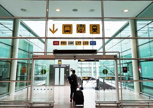 バルセロナ観光 バルセロナ空港から市内のアクセス 空港バス(アエロバス)の案内標識