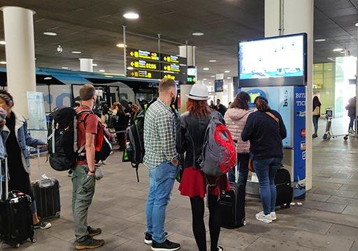 バルセロナ観光 バルセロナ空港から市内のアクセス 空港バス(アエロバス)の券売機