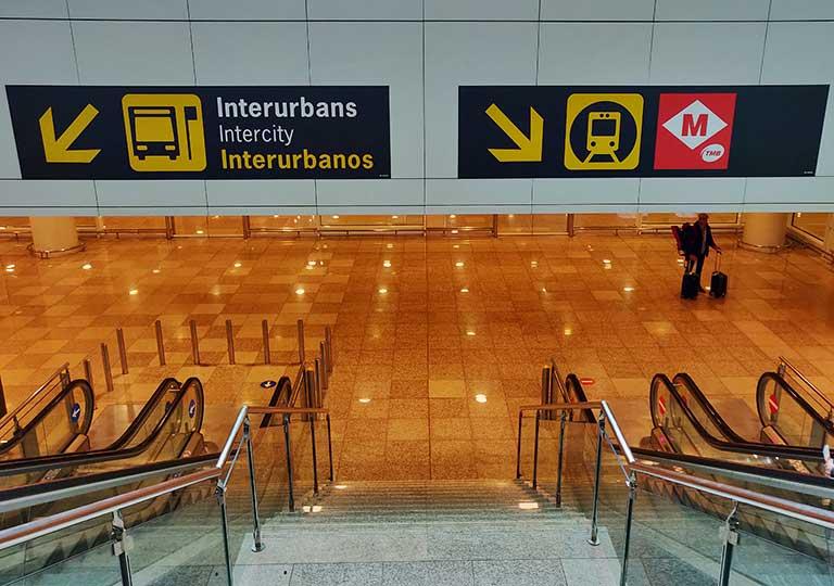 バルセロナ観光 バルセロナ空港内の案内標識
