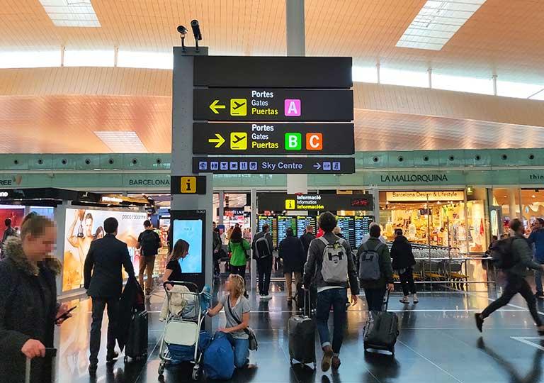 バルセロナ観光 バルセロナ空港の内部