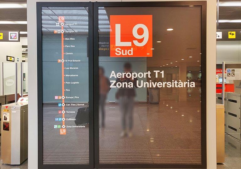 バルセロナ観光 バルセロナ空港から市内のアクセス 地下鉄L9sud
