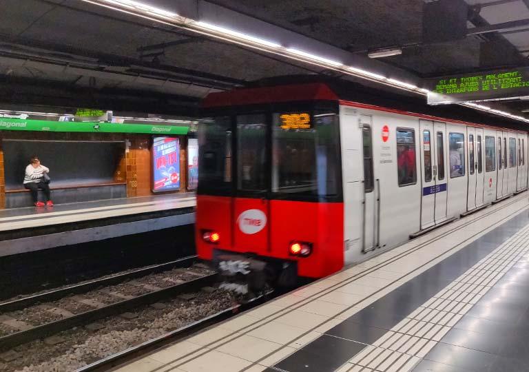 バルセロナ観光 バルセロナ空港 地下鉄の電車
