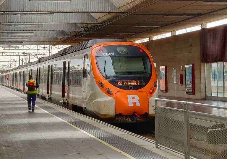 バルセロナ観光 バルセロナ空港 郊外電車ロダリアス(Rodalies)