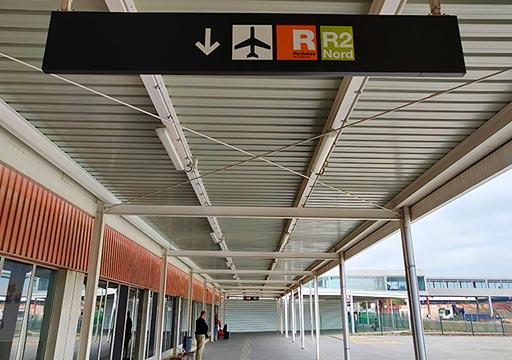 バルセロナ観光 バルセロナ空港 郊外電車ロダリアス(Rodalies)の案内標識