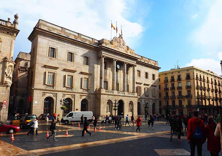 バルセロナ観光 おすすめ観光地・モデルコース サンジャウマ広場(Plaça de Sant Jaume)