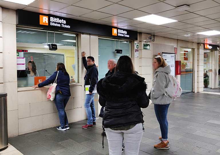 バルセロナ観光 地下鉄(メトロ) 駅構内のチケットオフィス