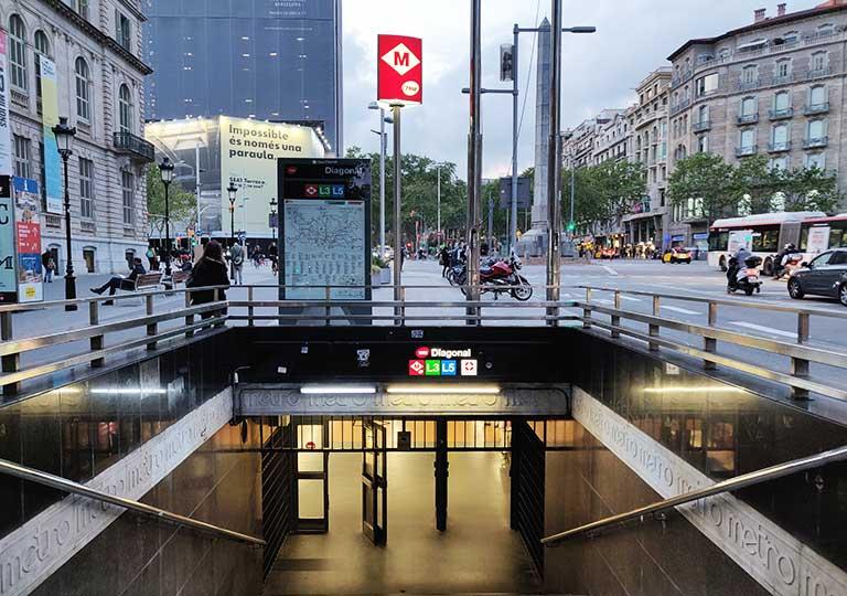 バルセロナ観光 地下鉄(メトロ) 駅の入口