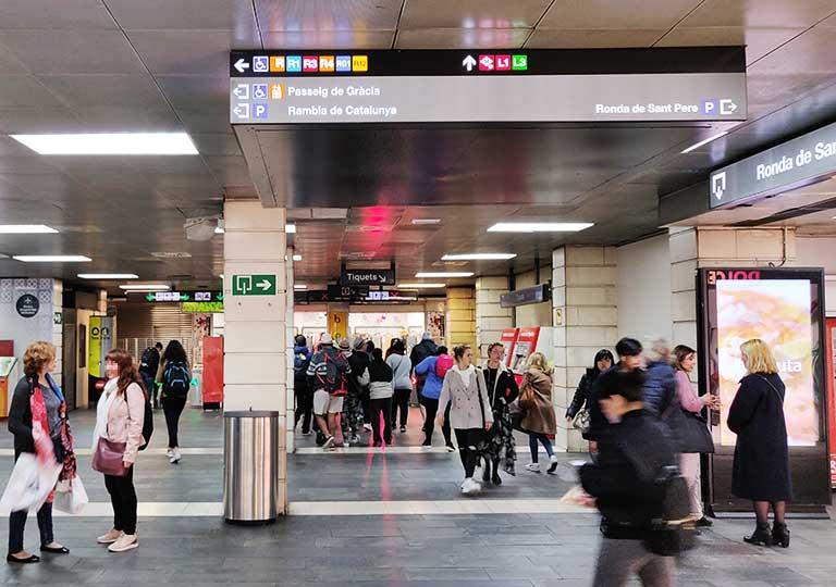 バルセロナ観光 地下鉄(メトロ) 駅構内