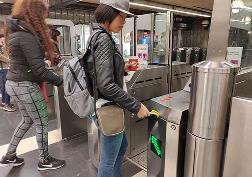 バルセロナ観光 地下鉄(メトロ) 改札
