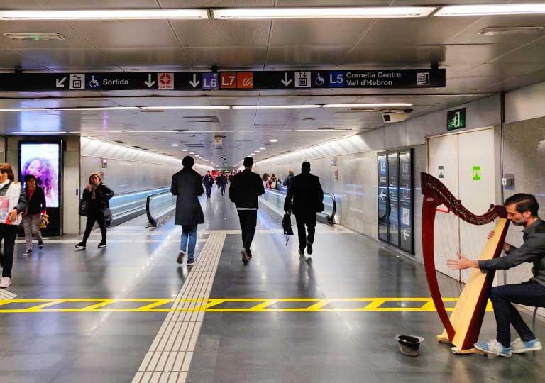 バルセロナ観光 地下鉄(メトロ)の駅構内