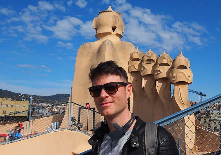 カサミラの屋上の煙突とnicola