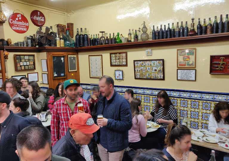 バルセロナグルメ タパスバル エル・シャンパニェットの店内