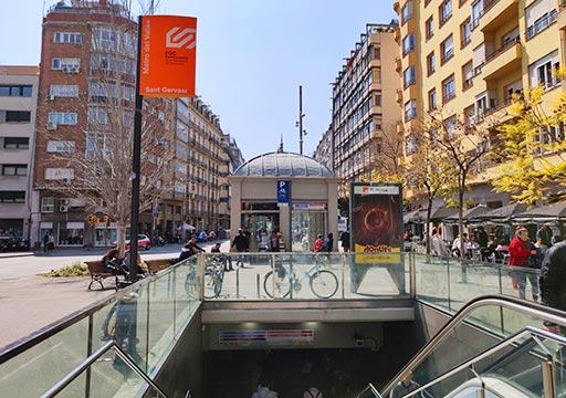 バルセロナ観光  近郊電車Rodaliesの駅の入り口