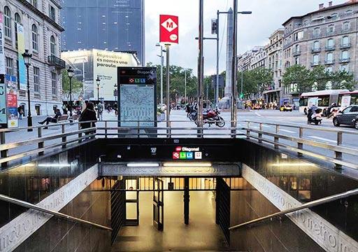 バルセロナ観光 地下鉄の駅の入り口