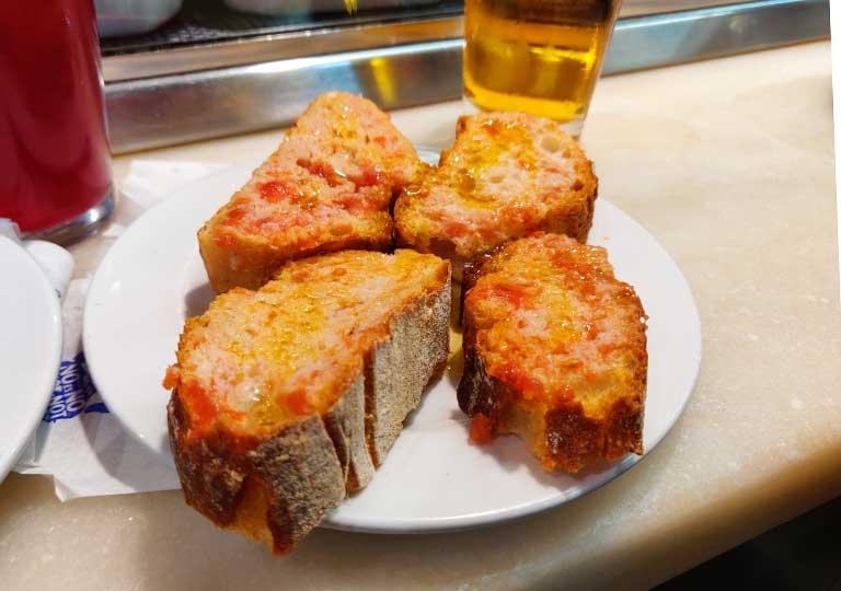 バルセロナグルメ タパスバル エル・シャンパニェットのパン・イ・トマテ