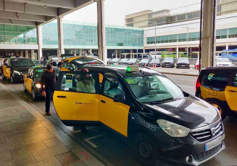 バルセロナ観光 エルプラット空港のタクシー乗り場